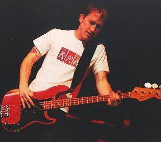Chris no Baixo